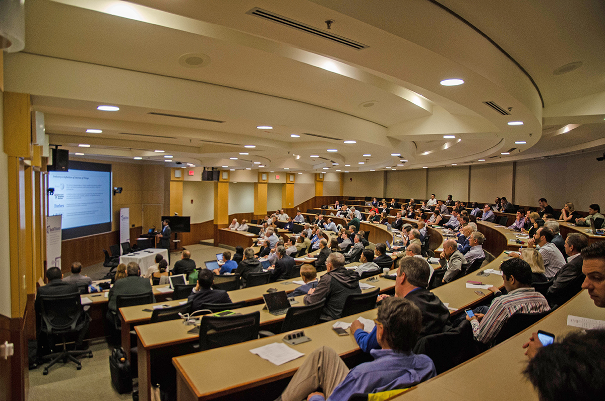 Jeremy Vickers starts off Tech Titans Reverse Pitch Event by talking about entrepreneurship at UT Dallas. Photo by Hannah Ridings.
